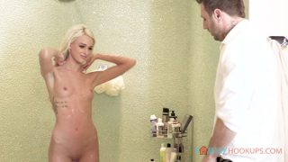 [FamilyHookups] Emma Hix (Cute blonde teen Emma Hix gets railed by her step dad after he sees her in the shower / 05.29.2020)